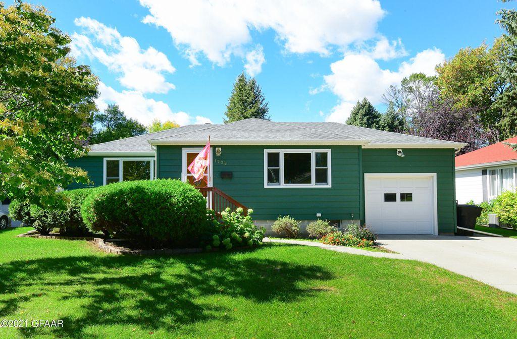 1708 Cottonwood St, Grand Forks, ND 58201