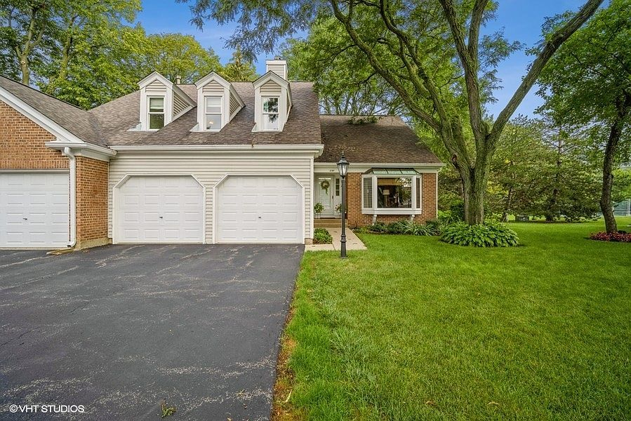 290 Country Club Dr, Prospect Heights, IL 60070