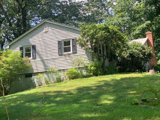 1187 W Lake Ave, Guilford, CT 06437