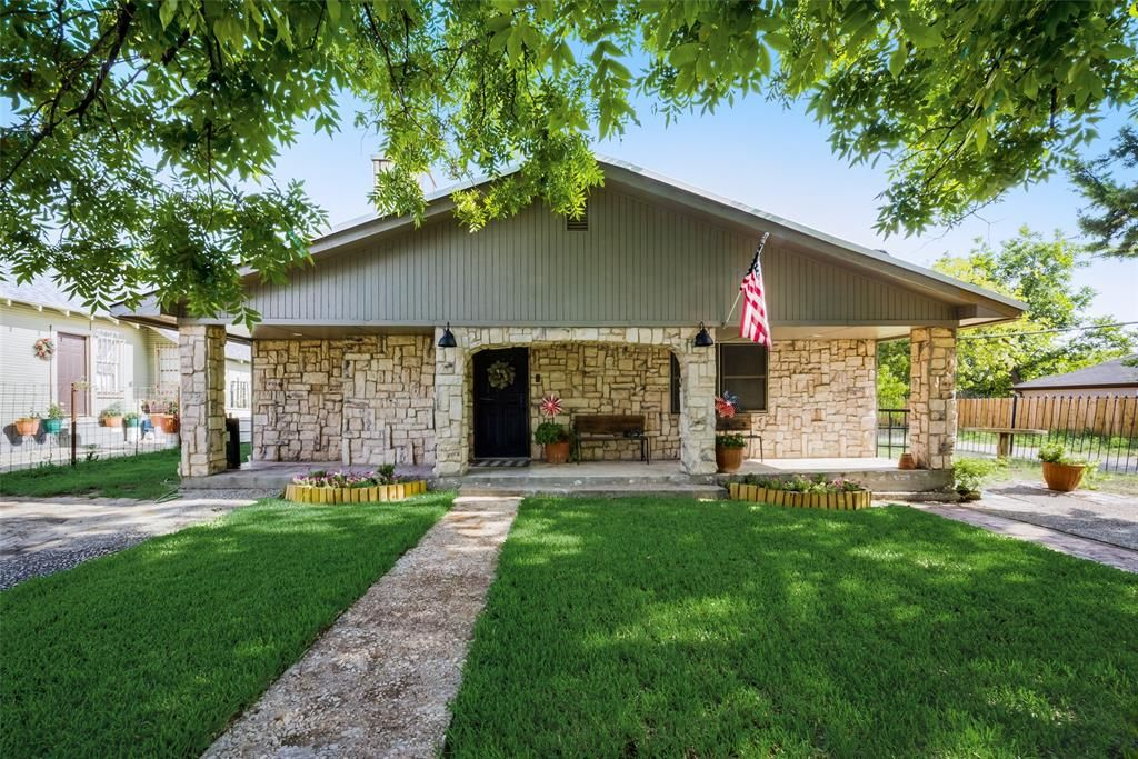 617 E Jefferson Ave, Fort Worth, TX 76104