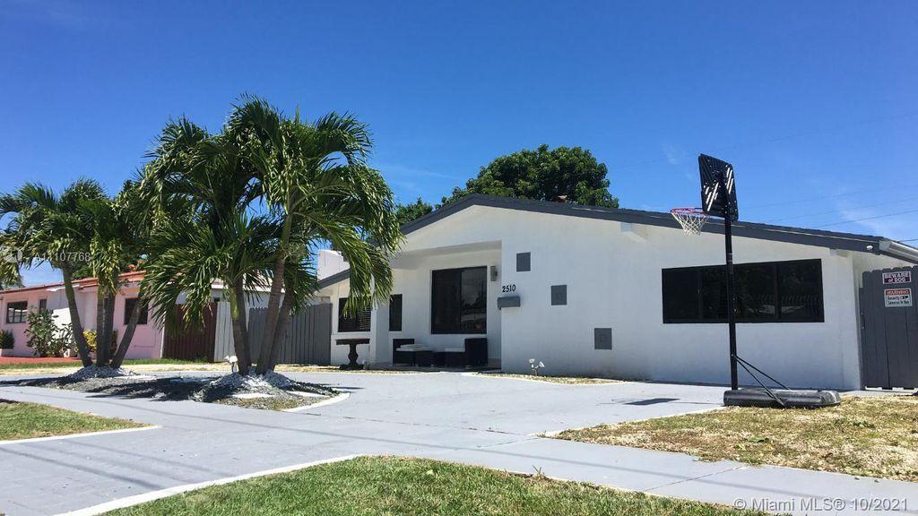 2510 NE 215th St, Miami, FL 33180