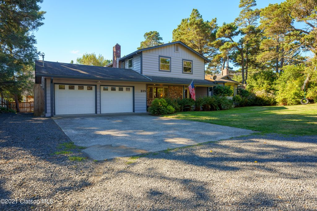 315 3rd St, Gearhart, OR 97138