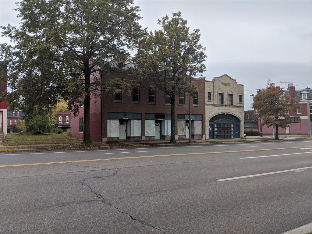 2648 Gravois Ave, Saint Louis, MO 63118