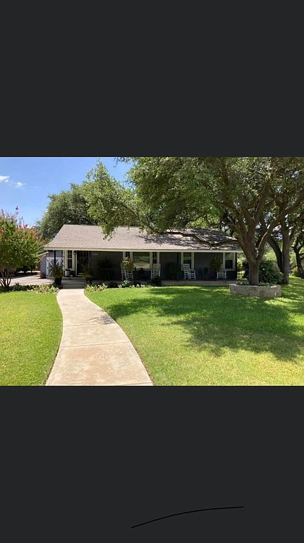 1106 Indian Creek Dr, Brownwood, TX 76801