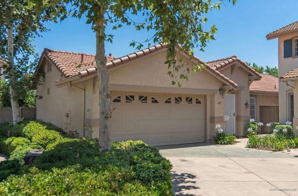 225 Brookview Ct, Santee, CA 92071