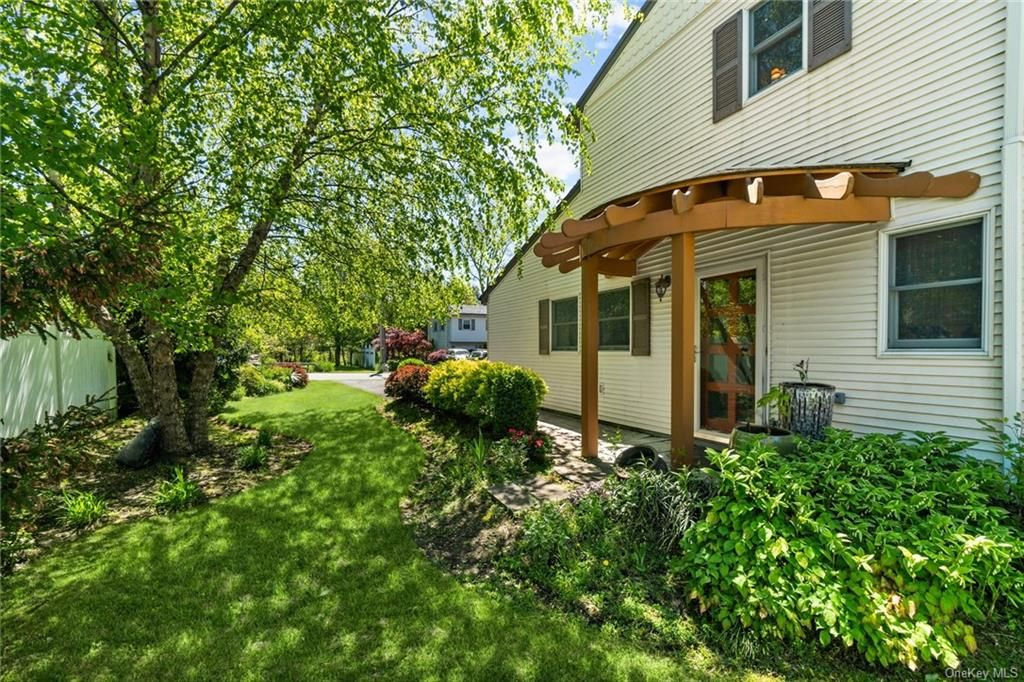 35 Green Ave, Valley Cottage, NY 10989