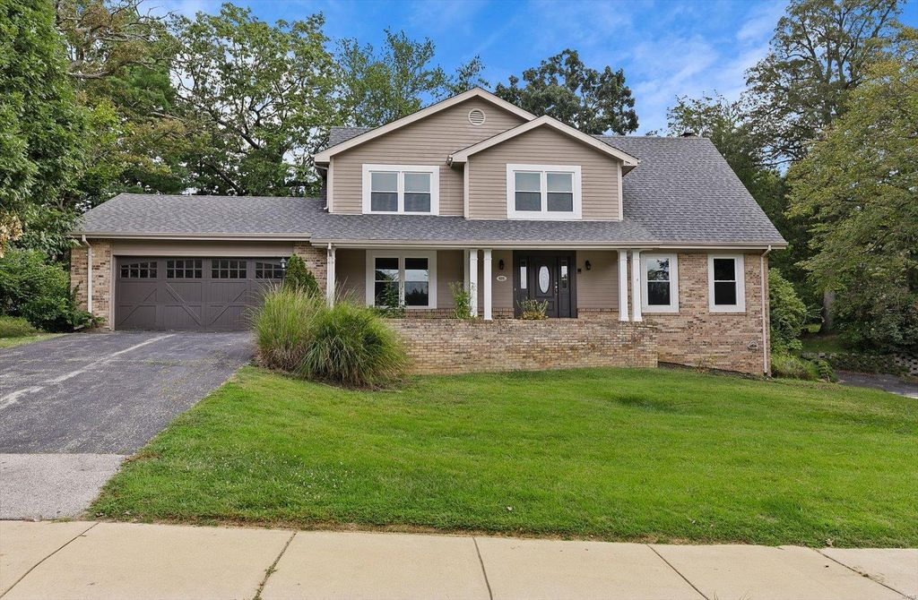 626 Pinebrook Dr, Chesterfield, MO 63017