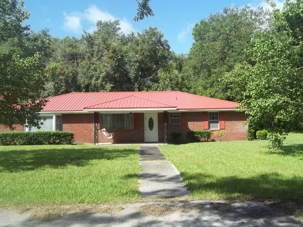 42 Oak St, Varnville, SC 29944