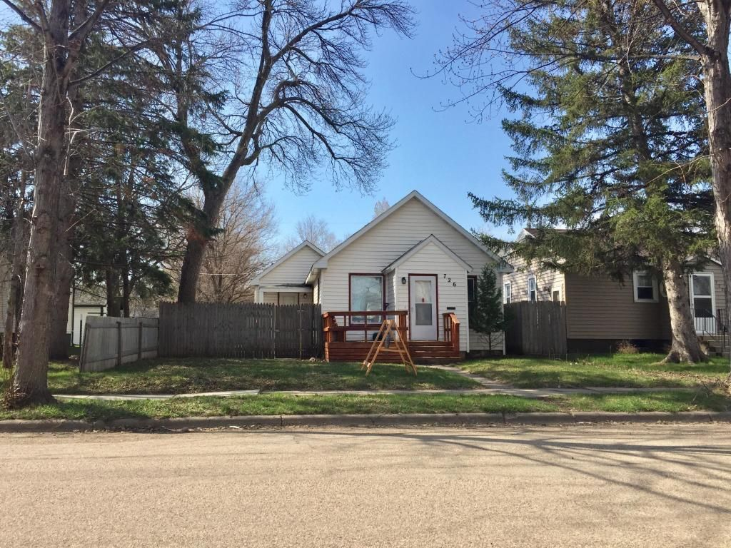 726 8th Ave SE, Aberdeen, SD 57401