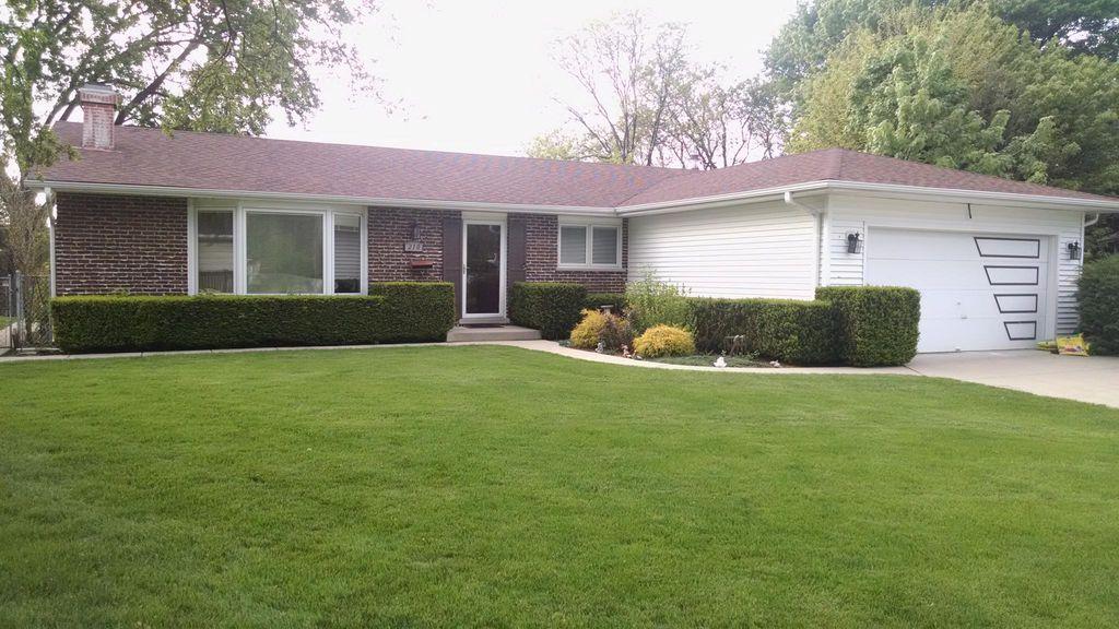 210 E Knob Hill Dr, Arlington Heights, IL 60004