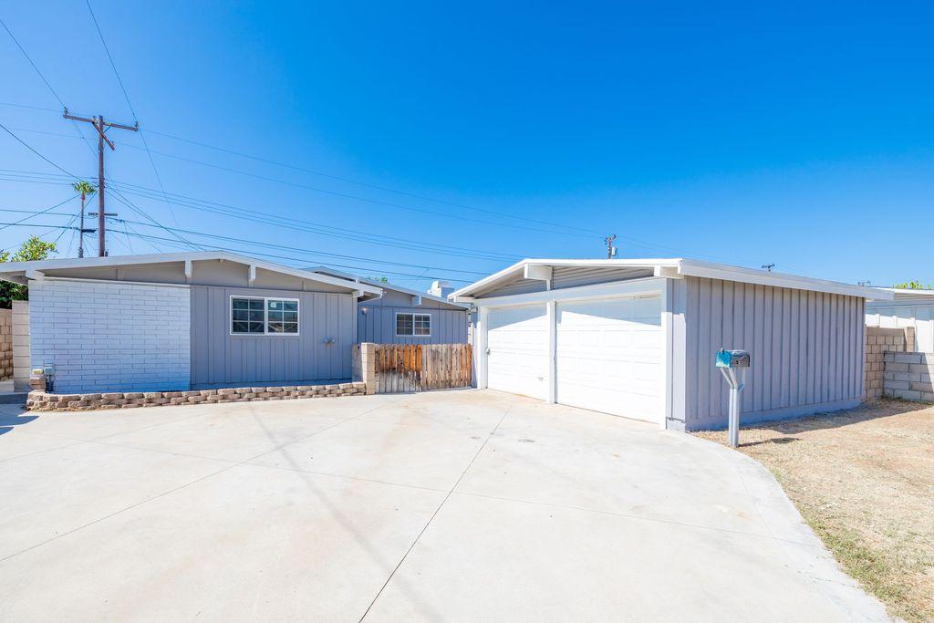 2110 W Grayson Ave, Anaheim, CA 92801