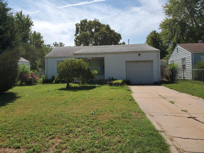 2031 W Irving St, Wichita, KS 67213