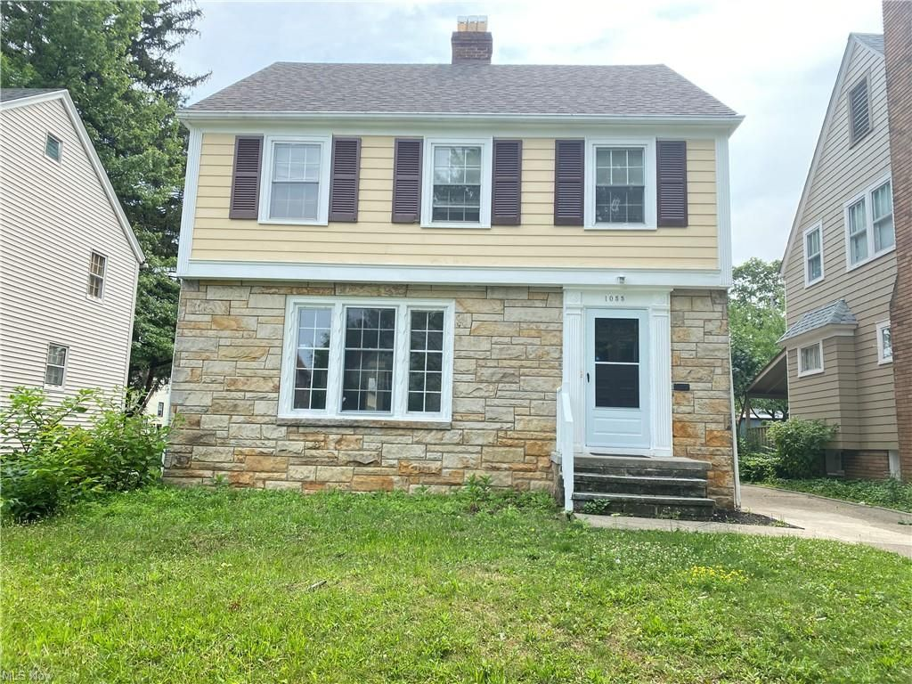 1055 Oxford Rd, Cleveland Heights, OH 44121
