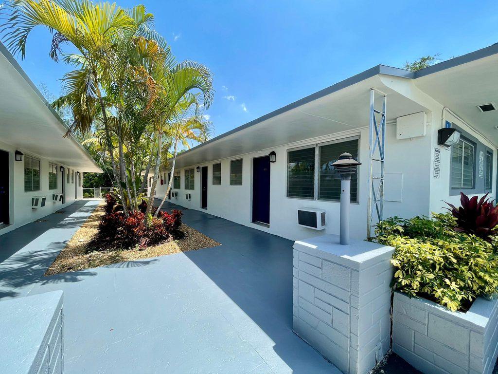 13035 Emerald Dr #354, Miami, FL 33181