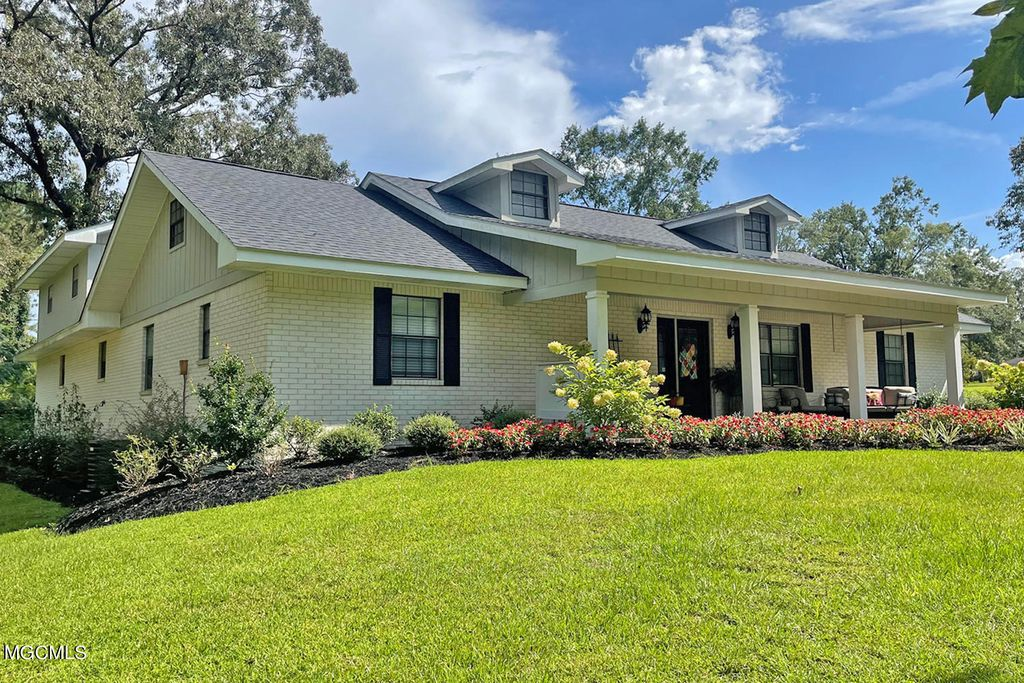 39 Pinetree Dr, Lucedale, MS 39452