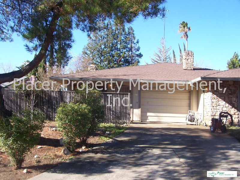 890 Athan Ave, Roseville, CA 95678