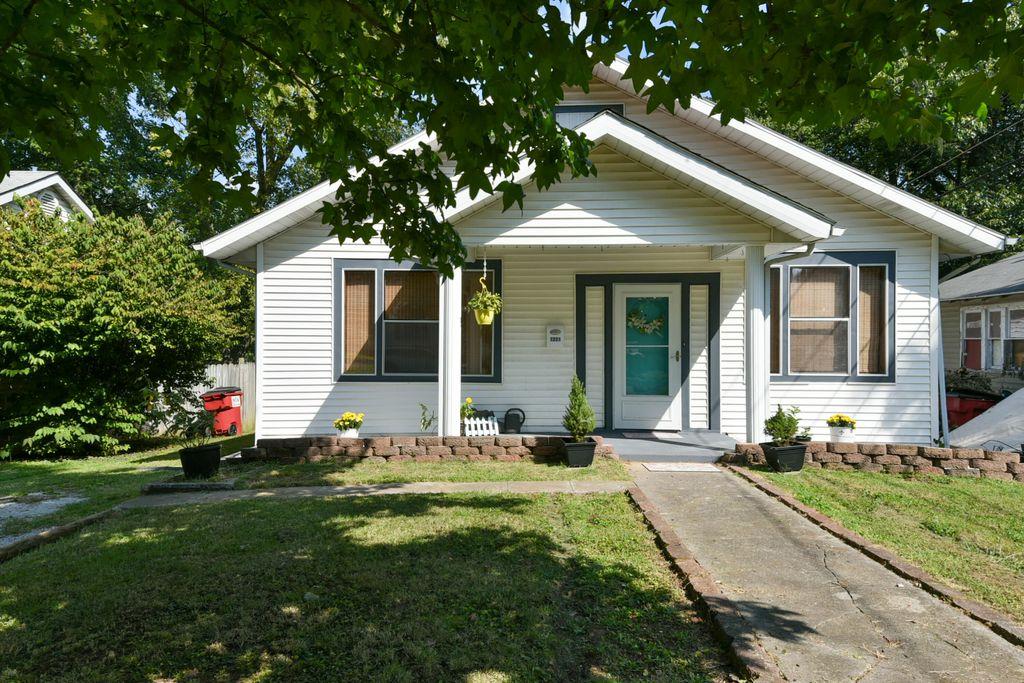 1221 W High St, Springfield, MO 65803