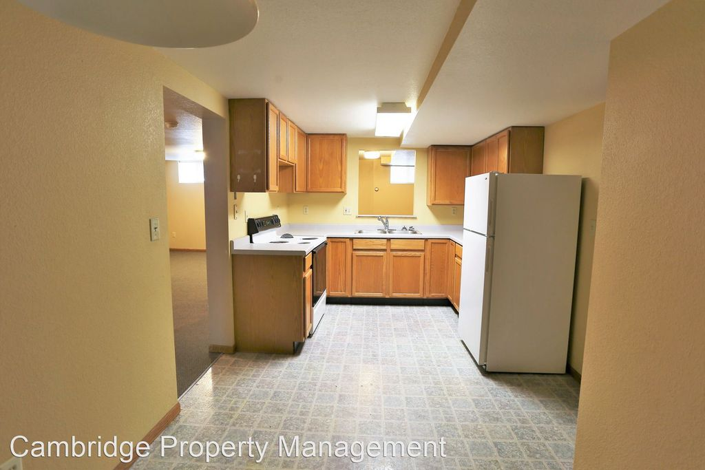 1924 5th Ave N #20, Grand Forks, ND 58203
