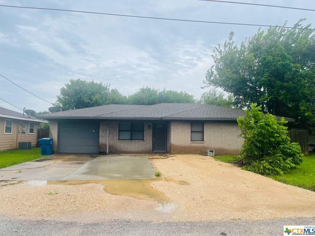 105 Parker St, Port Lavaca, TX 77979