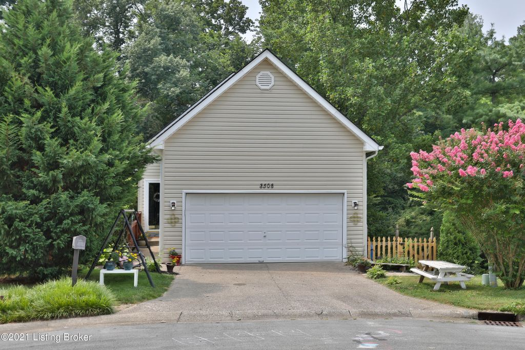 8506 Lake Superior Dr, Louisville, KY 40291