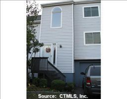 11 Clubhouse Dr, Cromwell, CT 06416