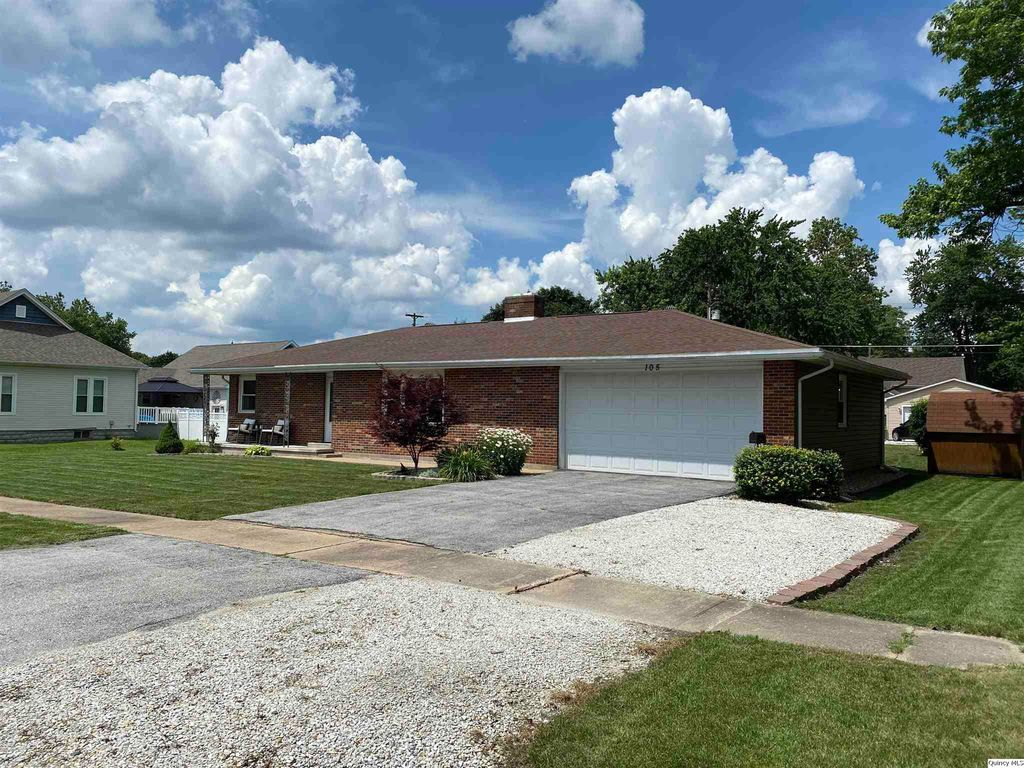 105 W Chestnut St, Mt Sterling, IL 62353