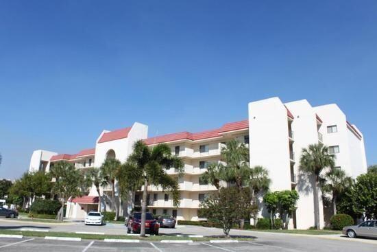 2786 Tennis Club Dr #303, West Palm Beach, FL 33417