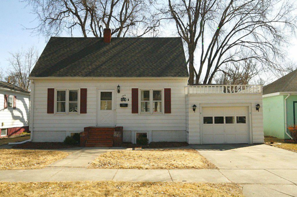 1419 Cottonwood St, Grand Forks, ND 58201