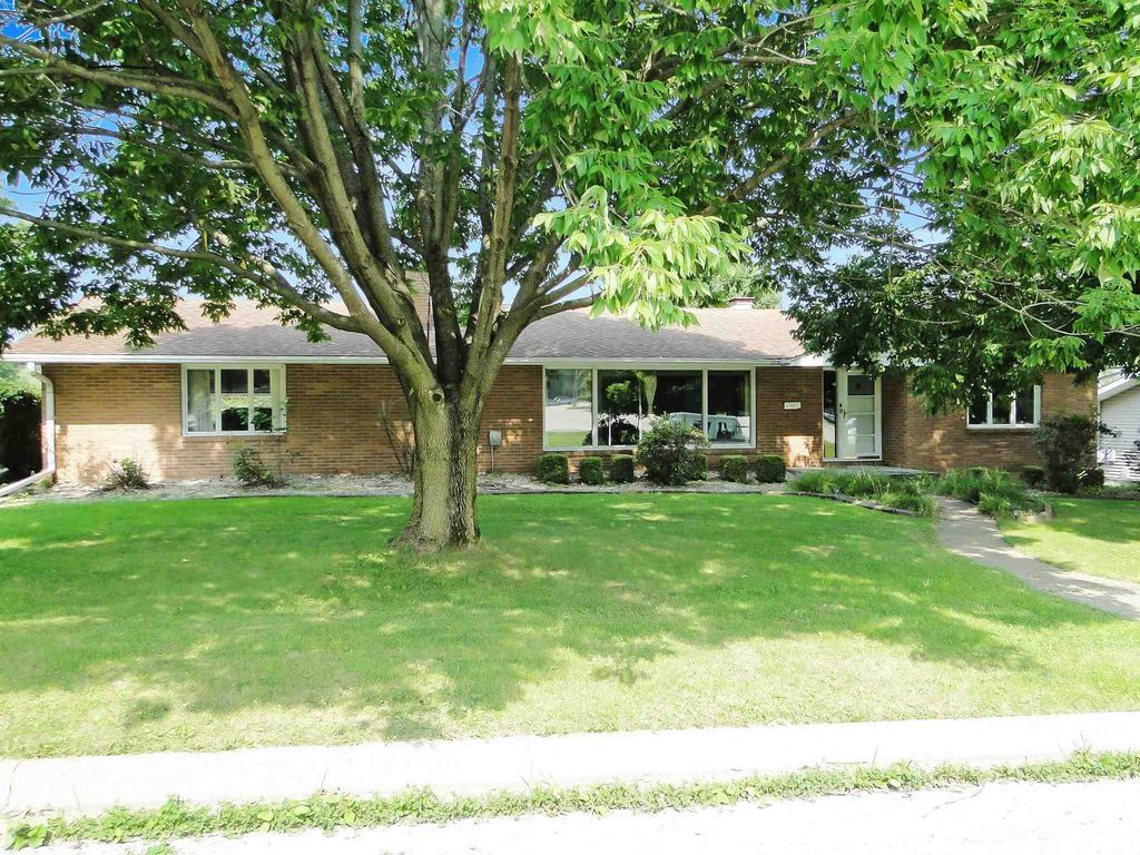 100 Holden Ter, Macomb, IL 61455