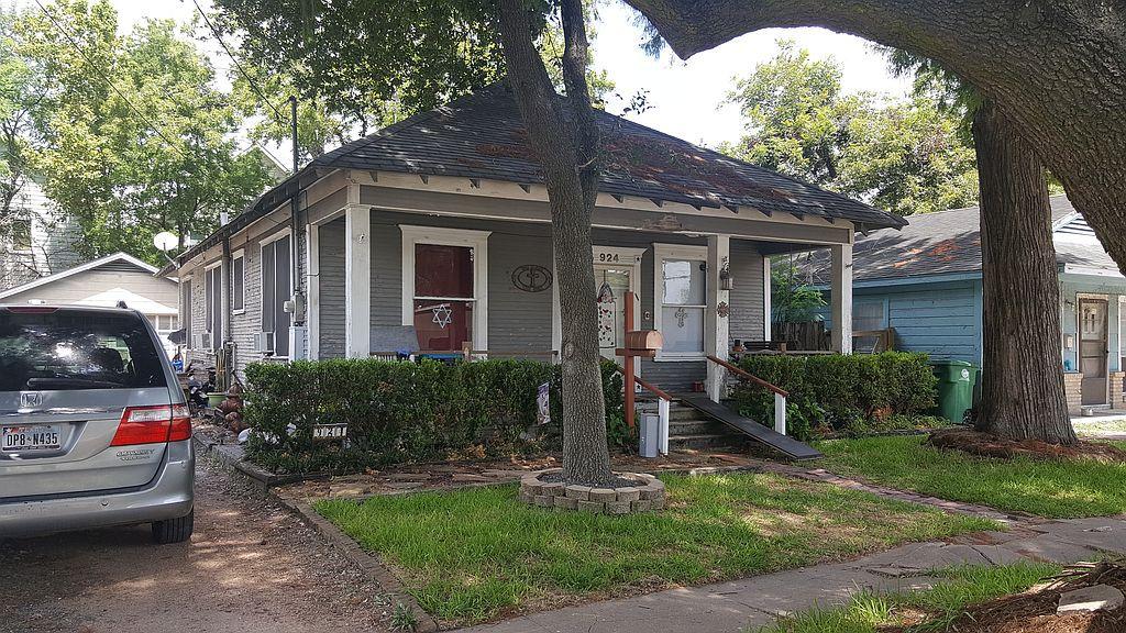 924 Louise St, Houston, TX 77009
