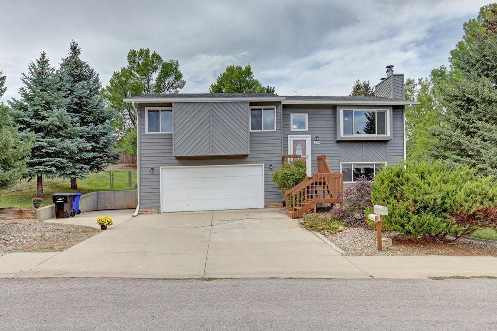 3709 Meadowbrook Dr, Rapid City, SD 57702
