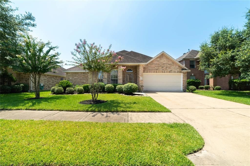 10102 Barr Lake Dr, Houston, TX 77095