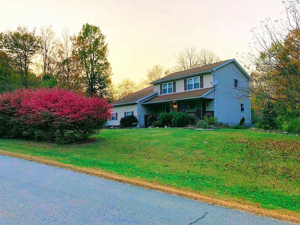 30 Valley View Dr, Factoryville, PA 18419