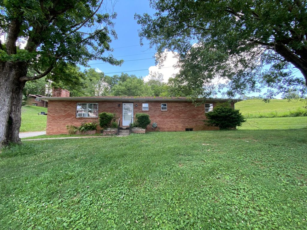 1360 Chumley Rd, New Tazewell, TN 37825