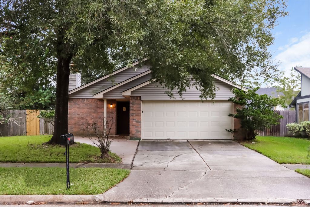 20038 Bambiwoods Dr, Humble, TX 77346