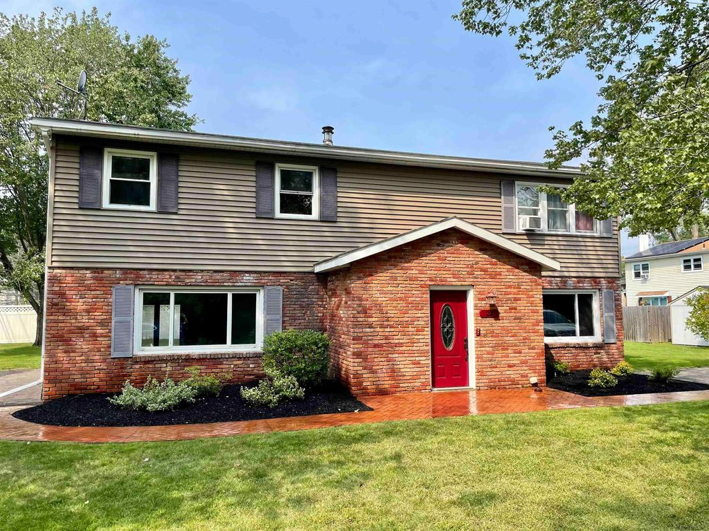 22 Donnelly Dr, Rensselaer, NY 12144