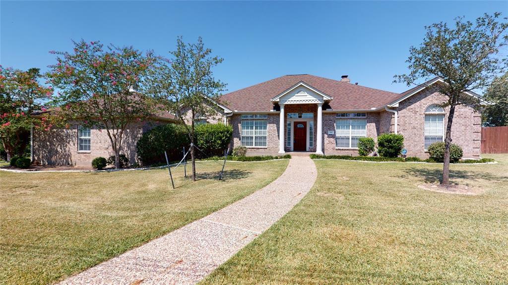 991 Whispering Oaks Dr, Giddings, TX 78942
