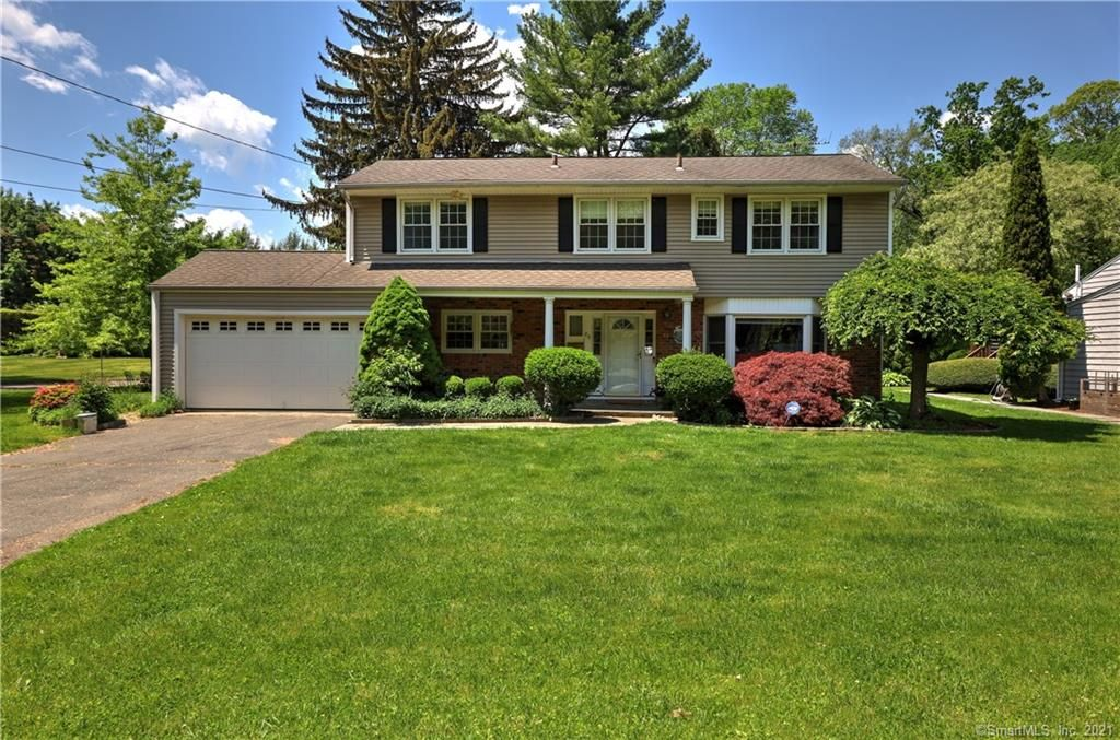 64 Rolling Wood Dr, Stamford, CT 06905