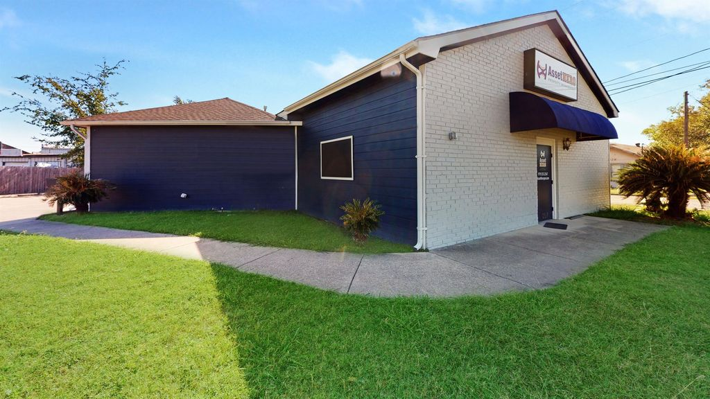 1227 S College Ave, Bryan, TX 77803