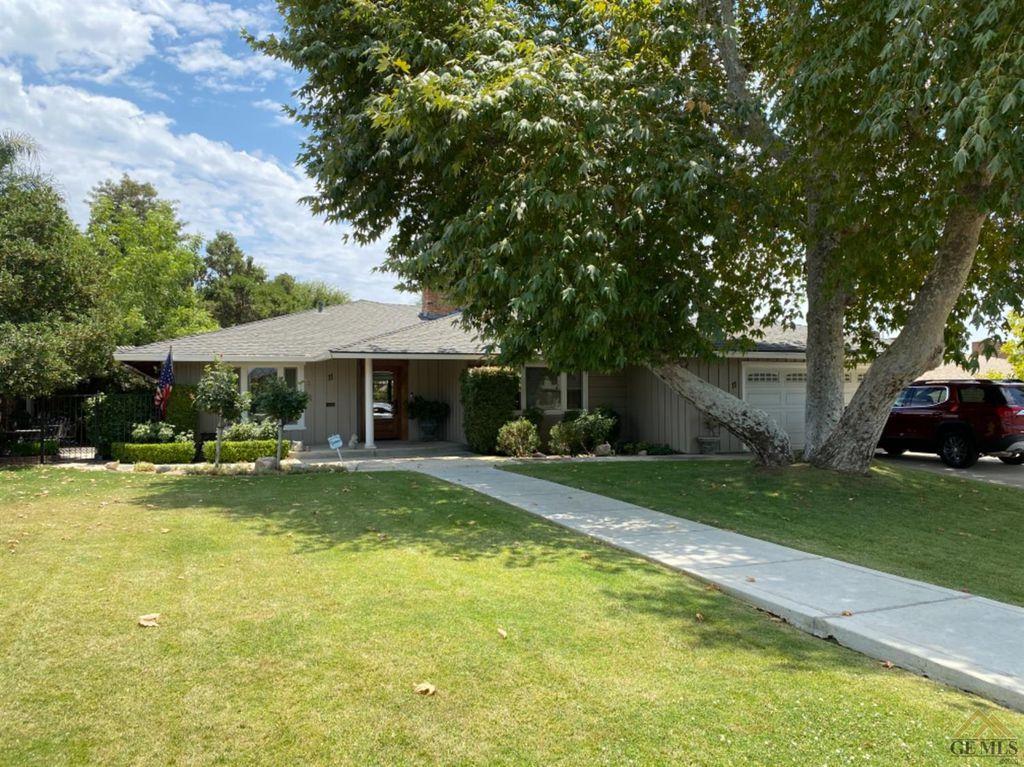 11 Panorama Dr, Bakersfield, CA 93305