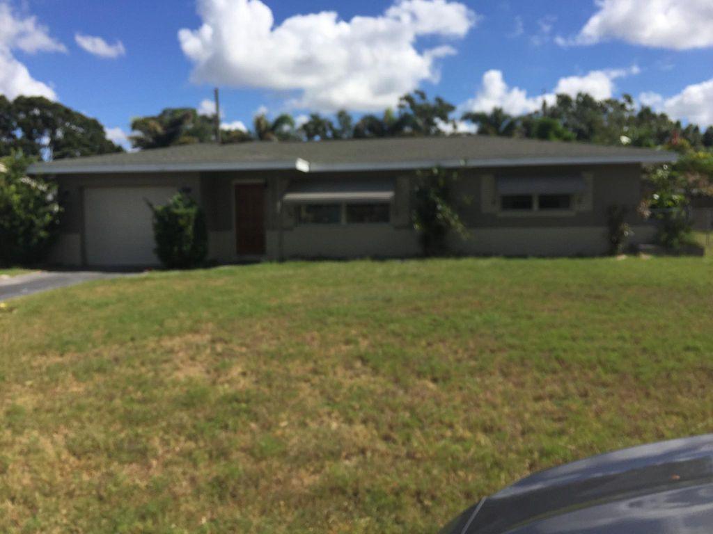 8907 112th St, Seminole, FL 33772