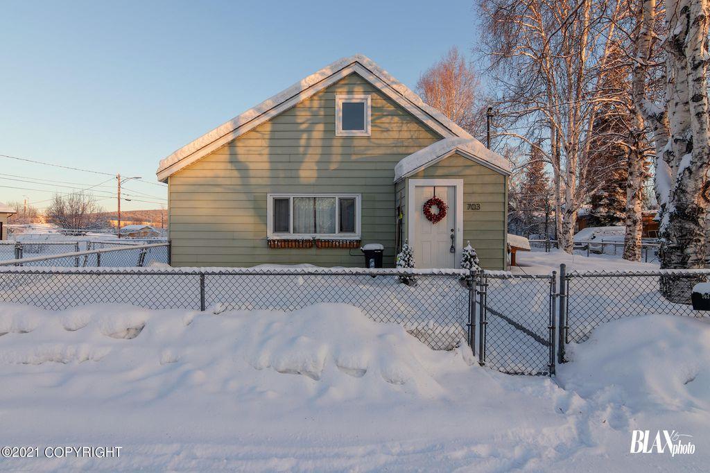 703 Fulton St, Fairbanks, AK 99701