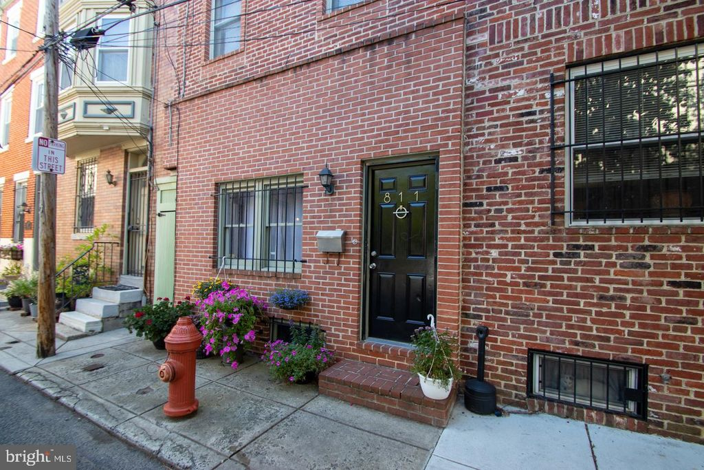 811 S Reese St, Philadelphia, PA 19147