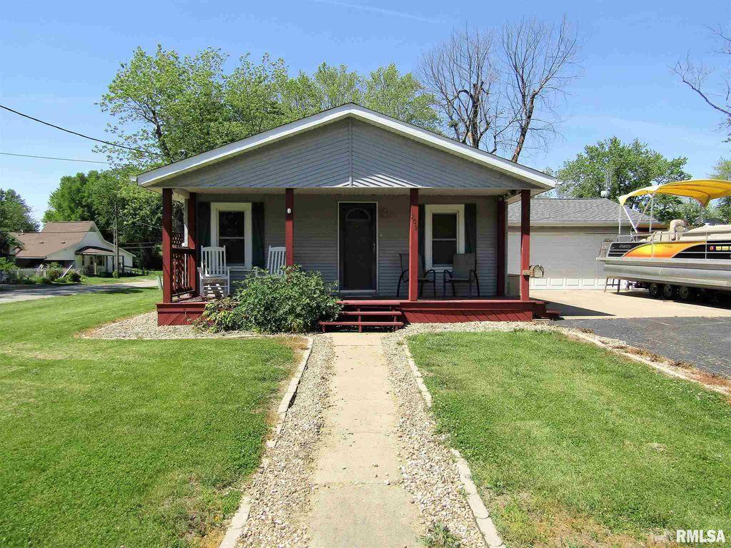 208 W Avenue J, Lewistown, IL 61542