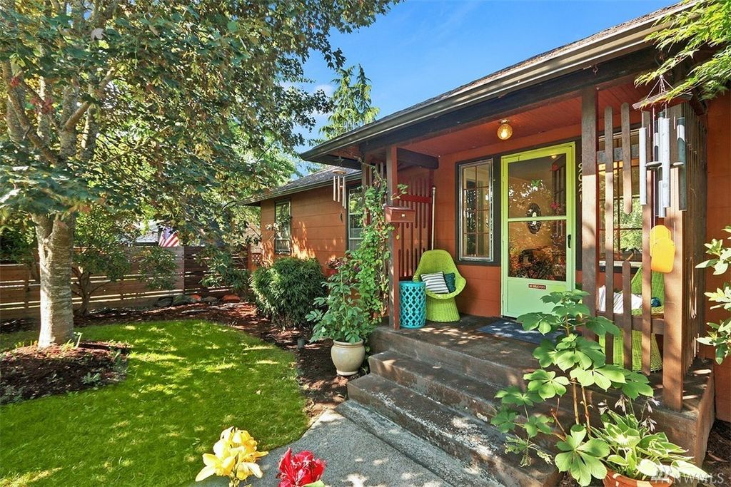 9021 30th Ave SW, Seattle, WA 98126