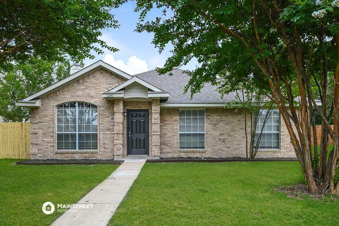 1240 Cypress Ln, Lancaster, TX 75146