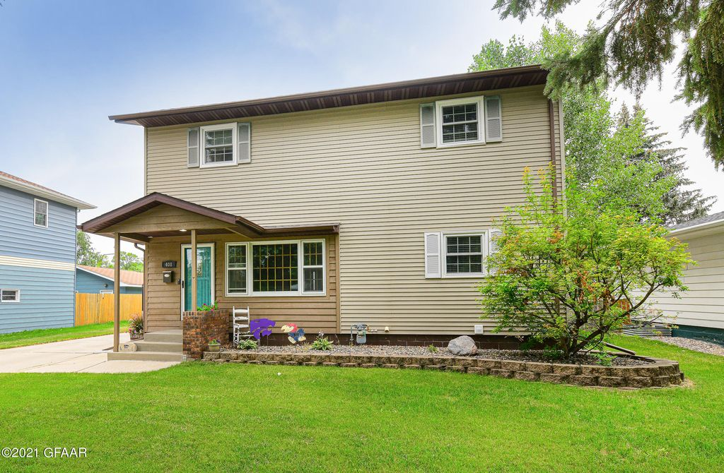 408 James Ave SE, East Grand Forks, MN 56721