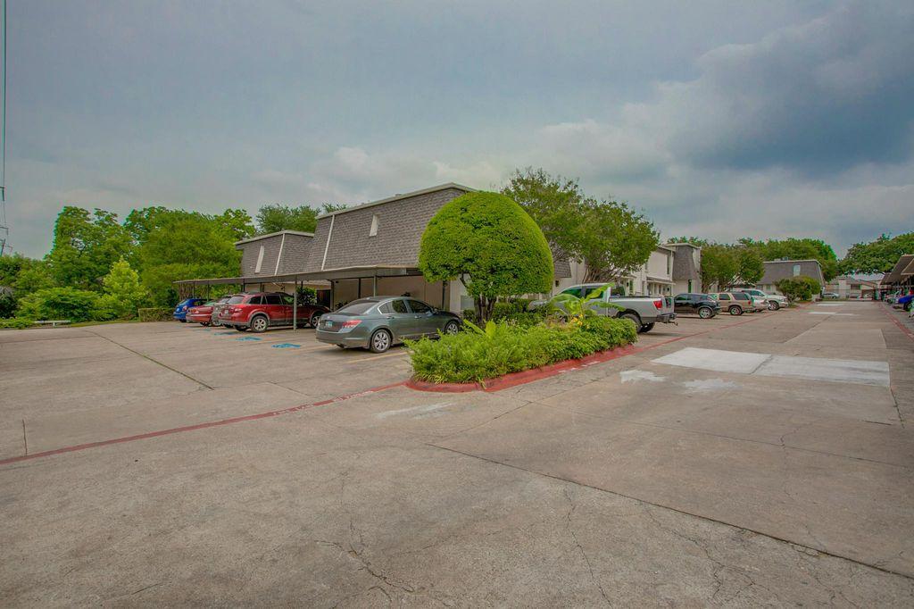 906 S Weatherred Dr, Richardson, TX 75080