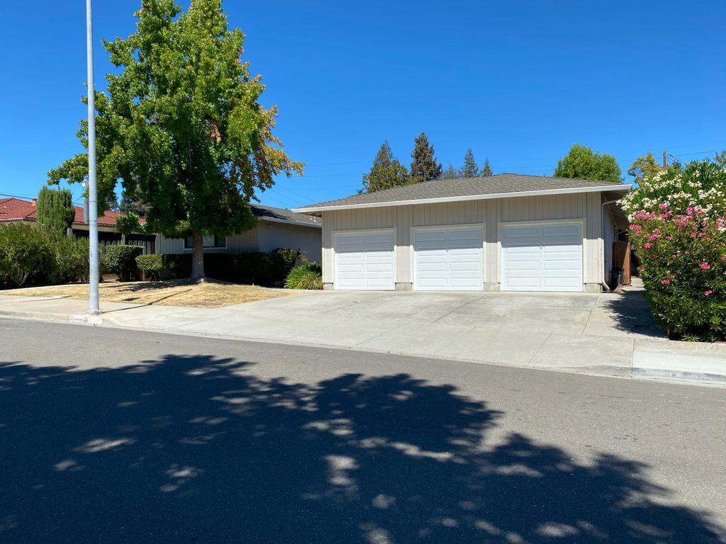 22461 Saint Andrews Ave, Cupertino, CA 95014