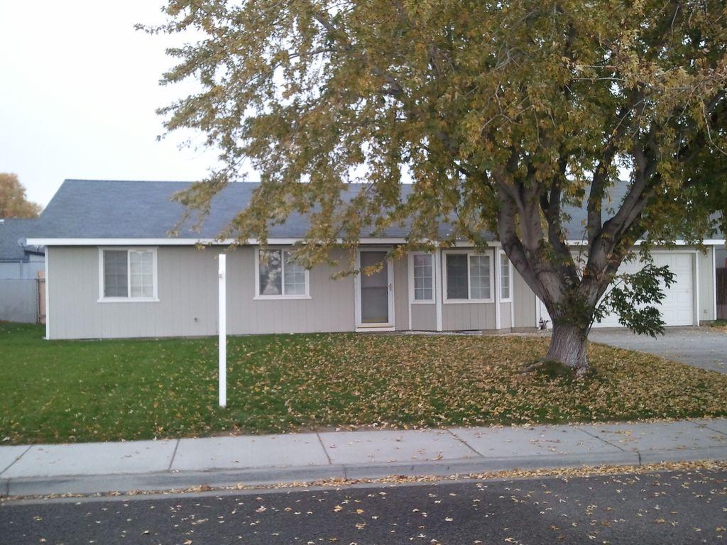4760 Poppy St, West Richland, WA 99353